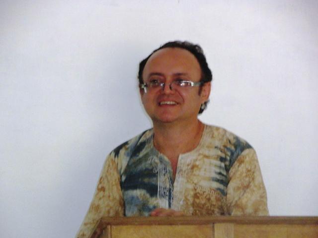 Pr. José Valberto ministrando a Palavra na aldeia de Camuconde